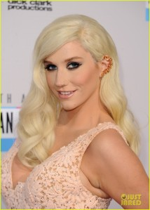 kesha-amas-2012-red-carpet-03